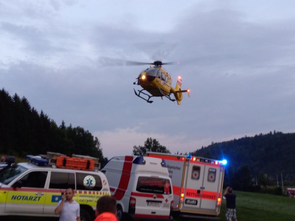 zu sehen ist ein Hubschrauber 1 RTW, 1 SEW, 1 NEF bei der Einsatzübung.